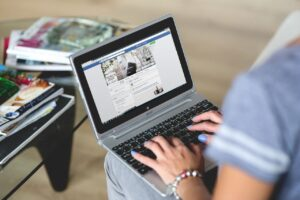 Facebook Pixel woman on facebook on laptop
